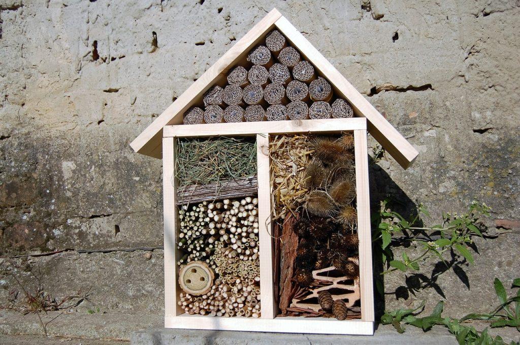 Ist der Insektenhotel Standort einmal gewählt, so sollte er nachträglich nicht mehr verändert werden.