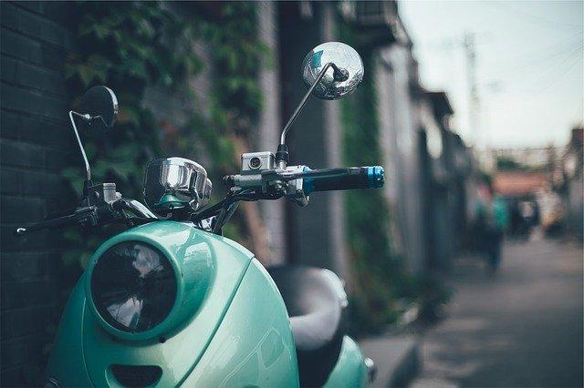 Motorrad fahren mit Autoführerschein: Der Gesetzgeber möchte hiermit besonders die Elektromobilität fördern.