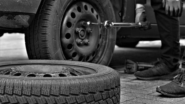 Das richtige Drehmoment ist beim Reifen wechseln entscheident. Das solltet ihr unbedingt beachten, da sich sonst die Räder bei der Fahrt lösen können.