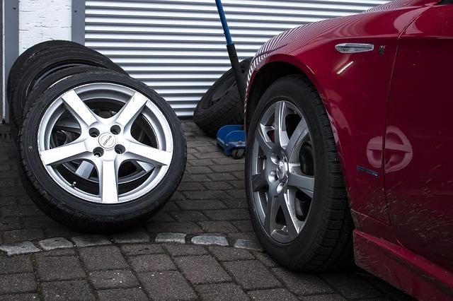 Haltet alles bereit was ihr benötigen werdet, bevor ihr mit dem Reifen wechseln anfangt.