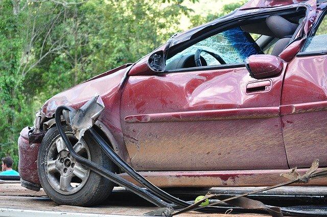 KFZ Versicherung Kündigen Beitragserhöhung: Es kann mehrere Gründe geben sein Sonderkündigungsrecht geltend zu machen. Einer kann eine abgeschlossene Regulierung eines Unfalls sein.